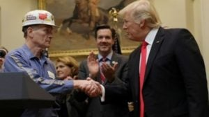 Las tres claves para entender la medida de Donald Trump para desmantelar la política medioambiental de Barack Obama