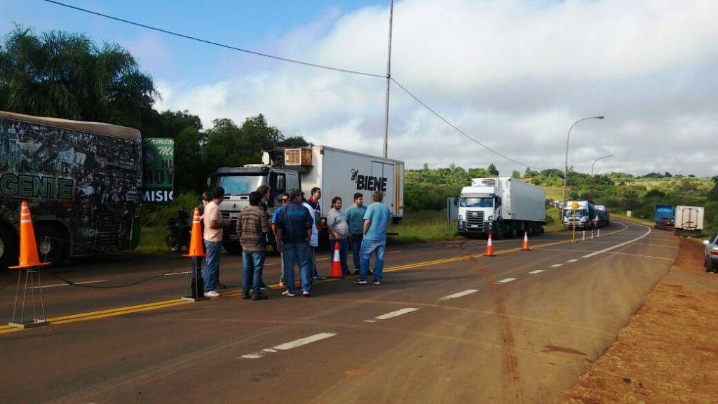 El sindicato de Camioneros se pliega al paro nacional en la rotonda de acceso a San José