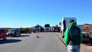 Por bloqueos de rutas en Neuquén podría haber desabastecimiento de combustibles de YPF