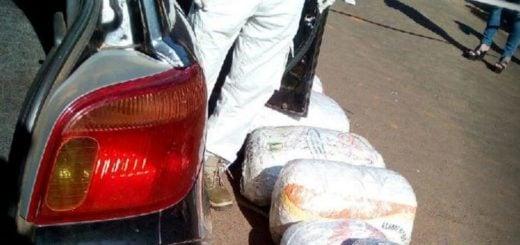 Encarnación: en pleno centro, una joven dejó abandonado un auto cargado con marihuana