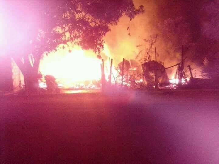 Incendio redujo a cenizas una vivienda en Libertad: no hubo heridos