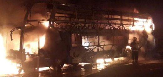 Se incendió un micro sin pasajeros en Caraguatay