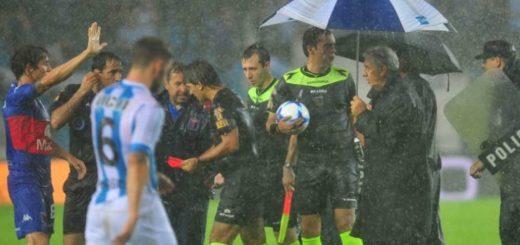 Racing y Tigre empataban, pero el partido se suspendió en medio de una lluvia torrencial