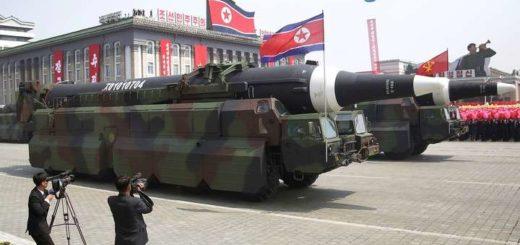 Corea del Norte mostró un misil en un desfile y lanzó otra dura advertencia a EEUU