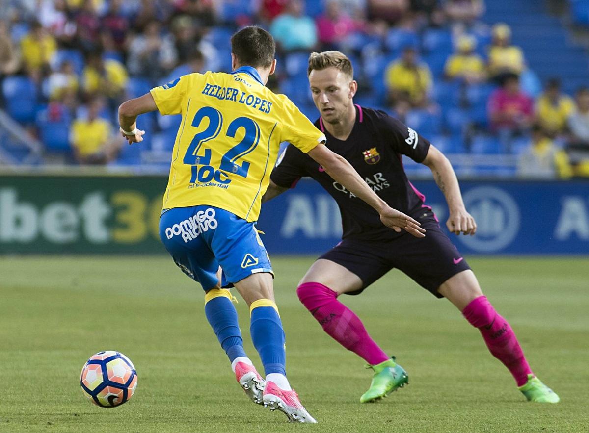 Barcelona aplastó 4-1 a Las Palmas y estira la definición del torneo a la última fecha