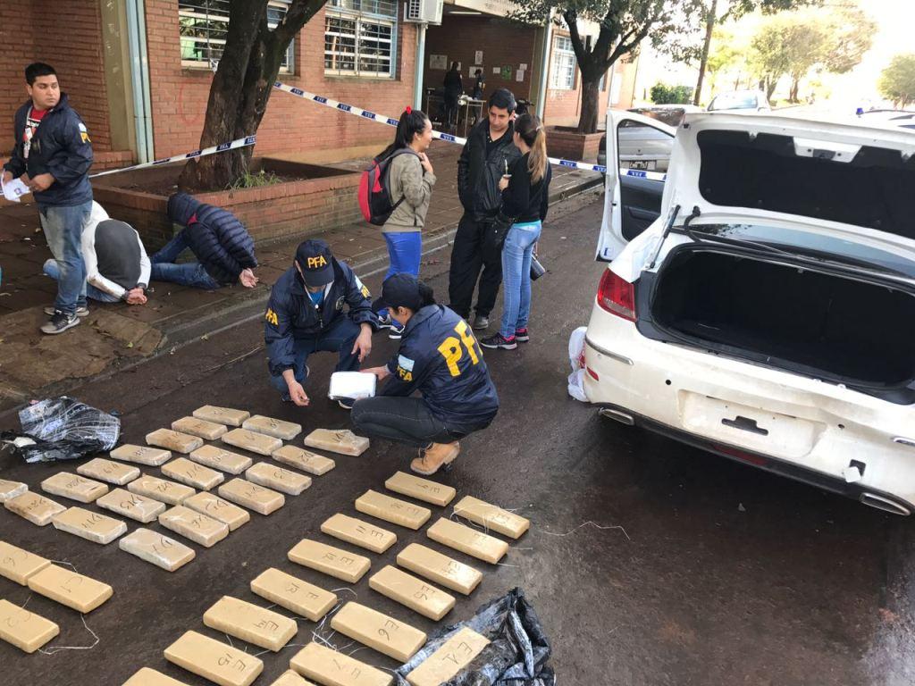 Tras una persecución, la Policía Federal decomisó un cargamento de marihuana y cocaína en Posadas