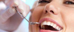 ¿Sabías que hay alimentos que pueden afectar la salud y el aspecto de nuestros dientes?