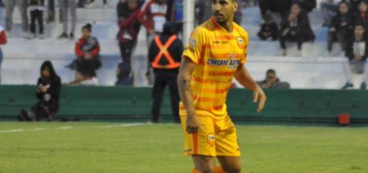 Vivo: Con uno menos, Crucero empate 0 a 0 en su visita a Atlético Paraná