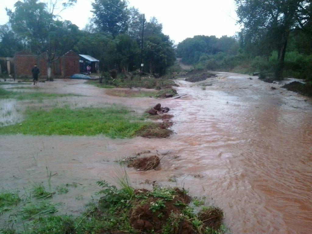 Asistieron en Hipólito Yrigoyen a un anciano de 100 años afectado por el desborde de un arroyo