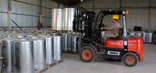 La producción industrial acumuló una racha negativa de 15 meses, según el INDEC