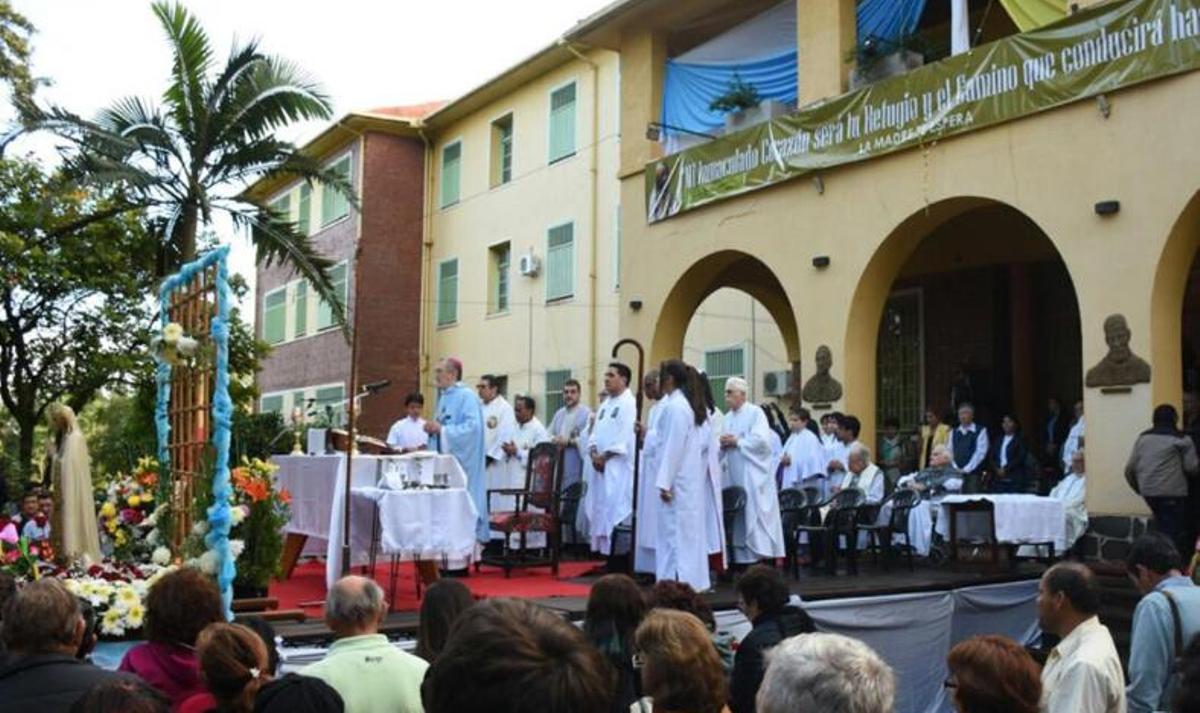 Unos 3.500 fieles participaron este domingo de la tradicional peregrinación a Fátima