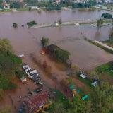 Itaipú ya vierte el equivalente a cuatro veces el volumen de agua de las Cataratas y alerta por riesgo en territorio argentino