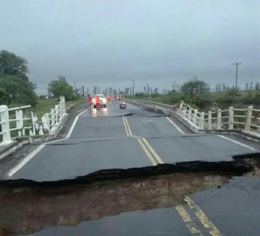 Vea las impactantes fotos del derrumbe del puente en Corrientes sobre la ruta 12, camino a Posadas