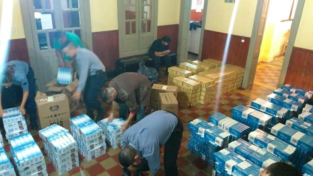 La Policía incautó un furgón cargado con 3.500 gruesas de cigarrillos en San Javier