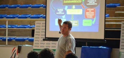 """""""Dady"""" Gallardo brinda clínica de handball en Posadas"""