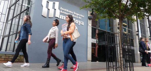 Autoridades del SPEPM y del Montoya abren formalmente el aula satélite del Profesorado de Lengua en Bernardo de Irigoyen