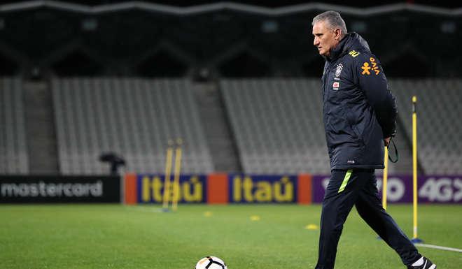 Con quince futbolistas, Brasil se entrenó en Australia a la espera del clásico con Argentina