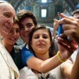 Angela Merkel visitó al papa Francisco y le regaló alfajores y dulce de leche
