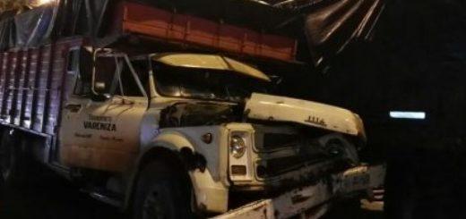 Choque de camiones en la rotonda de acceso a Posadas