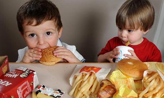 Nutrición: Los niños en Argentina comienzan con malos hábitos alimentarios antes de los 3 años