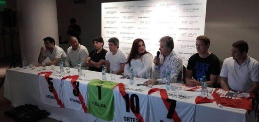 """Las """"glorias"""" de River ya están en Posadas y se preparan para el partido de hoy en el club Mitre"""