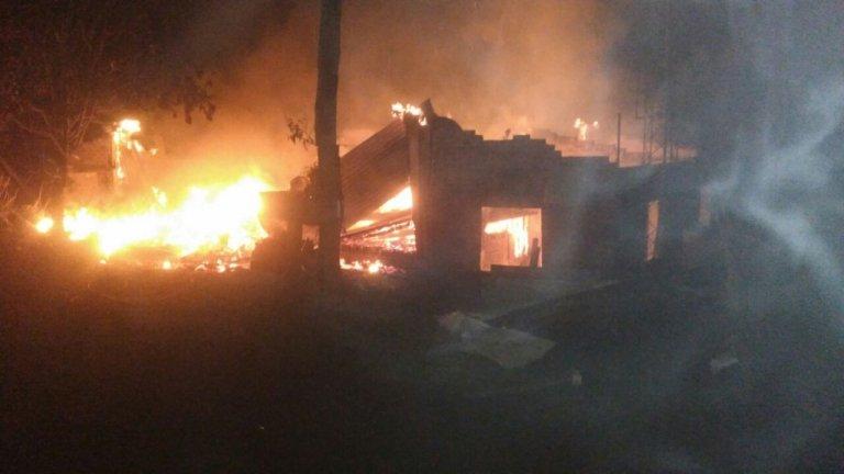 Vivienda arrasada por el fuego en Colonia Alberdi
