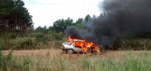 Bonpland: salió a tiempo de su auto, que terminó completamente incendiado