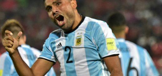 Argentina venció a Brasil con gol de Mercado en el debut de Sampaoli
