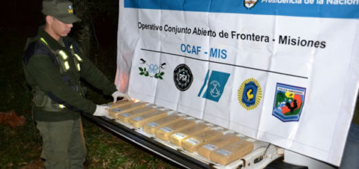 Motonarcos huyeron de una patrulla de la Gendarmería y abandonaron una carga de marihuana en San Vicente