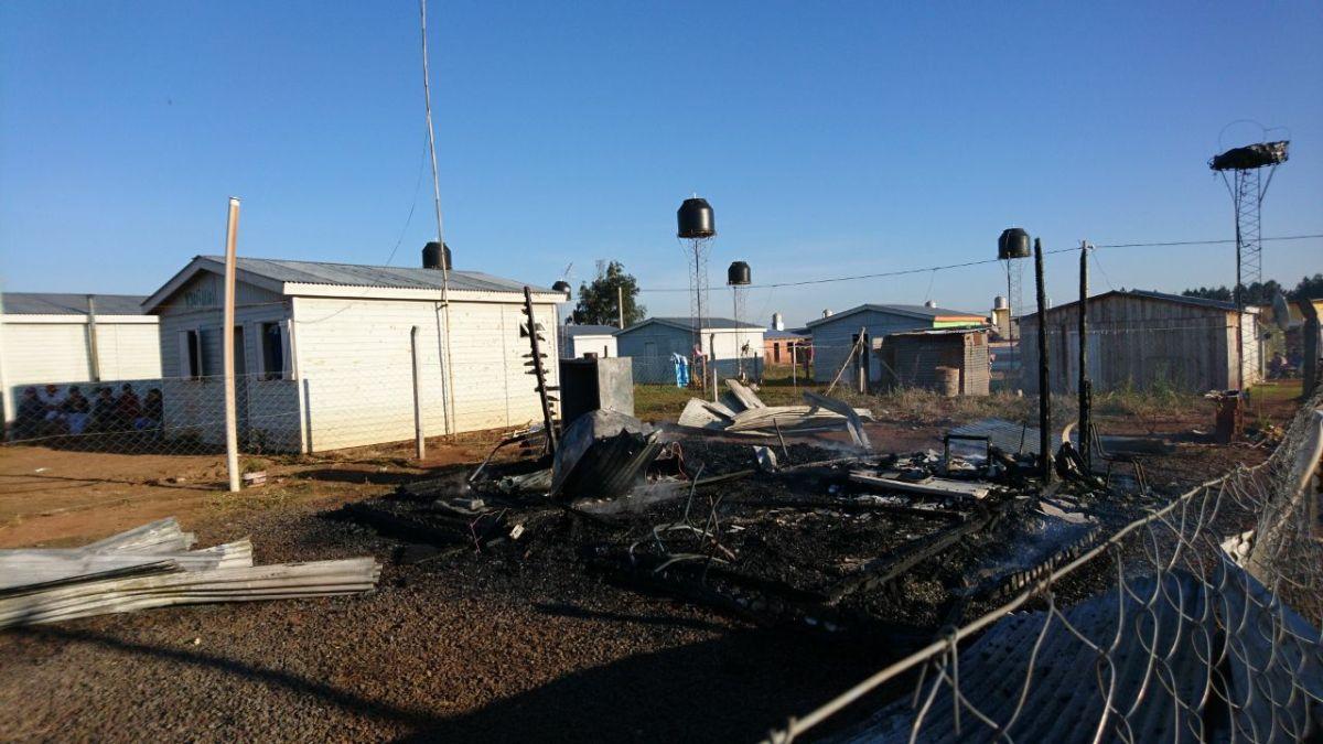 Se incendió una casa de madera en San Javier y un anciano de 75 años pereció calcinado