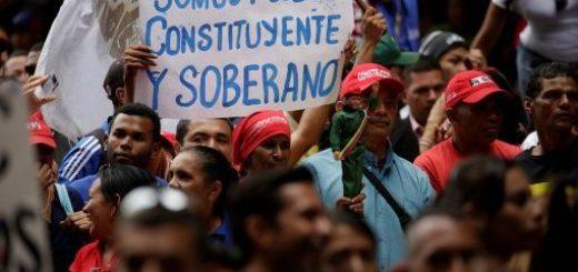 """Pocos votantes y al menos siete muertos en una jornada electoral que el chavismo calificó como de """"gran normalidad"""" en Venezuela"""