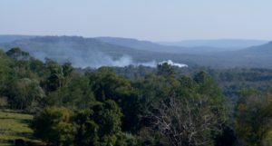 A pesar del alerta por índice extremo de incendios, en la zona de Andrade y Cerro Azul realizan quemas en los campos