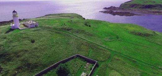 """Hermosa pero maldita: la isla que nadie quiere comprar a pesar de estar """"regalada"""""""