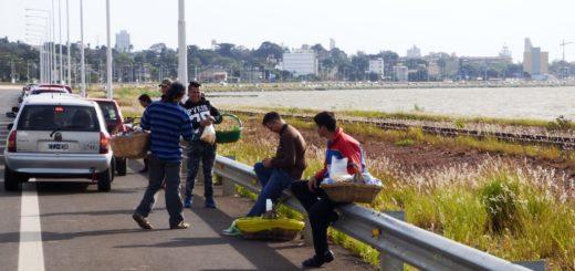 Historia repetida: colas interminables para cruzar a Paraguay