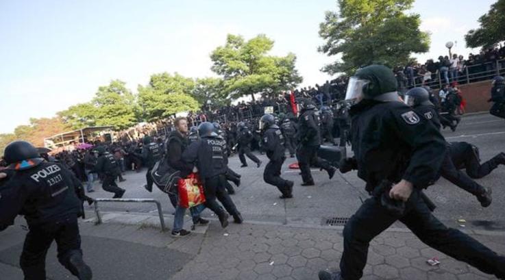Incidentes en el G-20: miles de militantes antiglobalización se enfrentaron con la policía en Hamburgo