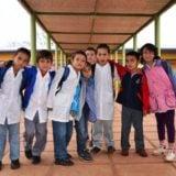 La comunidad educativa acompaña a los jóvenes a rendir las previas
