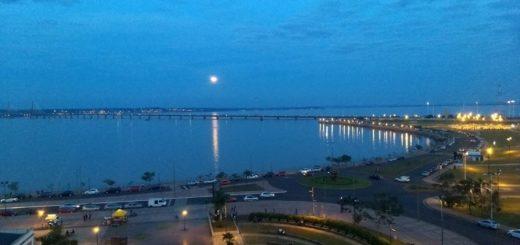 Mirá el increíble atardecer con luna llena en Posadas