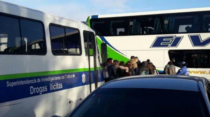 Bariloche: hallaron drogas en diez micros de egresados