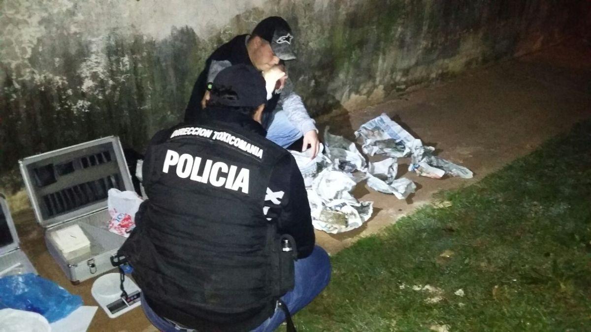 Incautan más de 4 kilos de marihuana tras una persecución a «narcodeliverys» en chacra 245 de Posadas