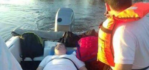 Puente Goya-Esquina: trasladan a enfermos en camilla con embarcaciones sobre el arroyo Guazú