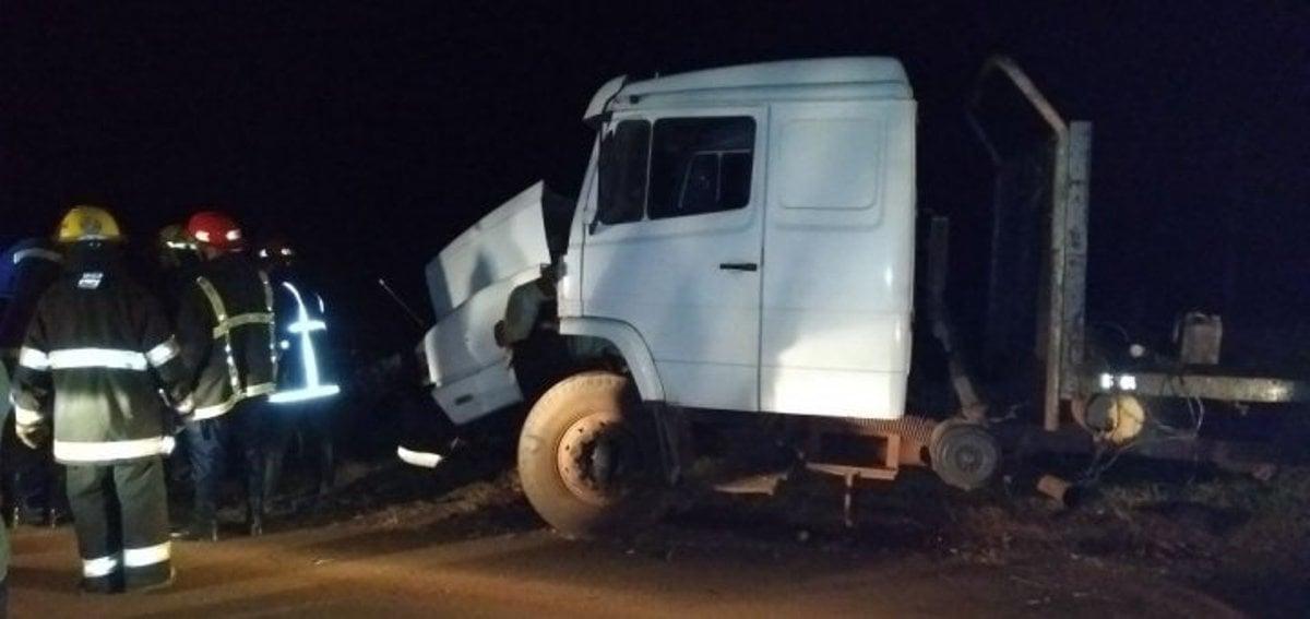 Tres muertos dejó en Campo Viera el choque entre un auto y un camión