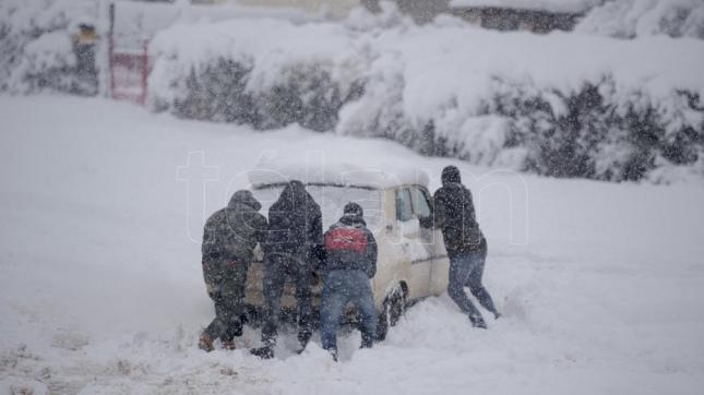 Bariloche, sin clases ni aeropuerto y San Martín de los Andes, en emergencia climática por las nevadas