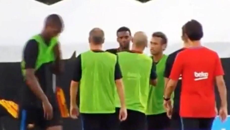 Neymar, a las piñas en el entrenamiento del Barcelona