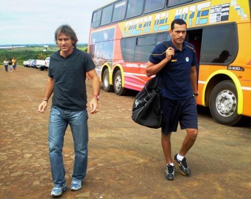 El misionero Raschle es el nuevo manager de Nacional de Paraguay y repatrió al arquero Justo Villar