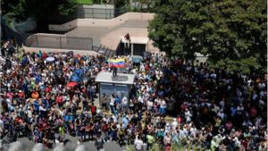 La oposición venezolana movilizó a millones y plebiscitó contra el mandato de Maduro