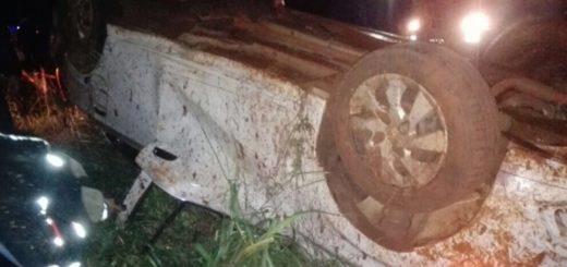 Madrugada fatal: un muerto tras despiste y vuelco de automóvil en Virasoro