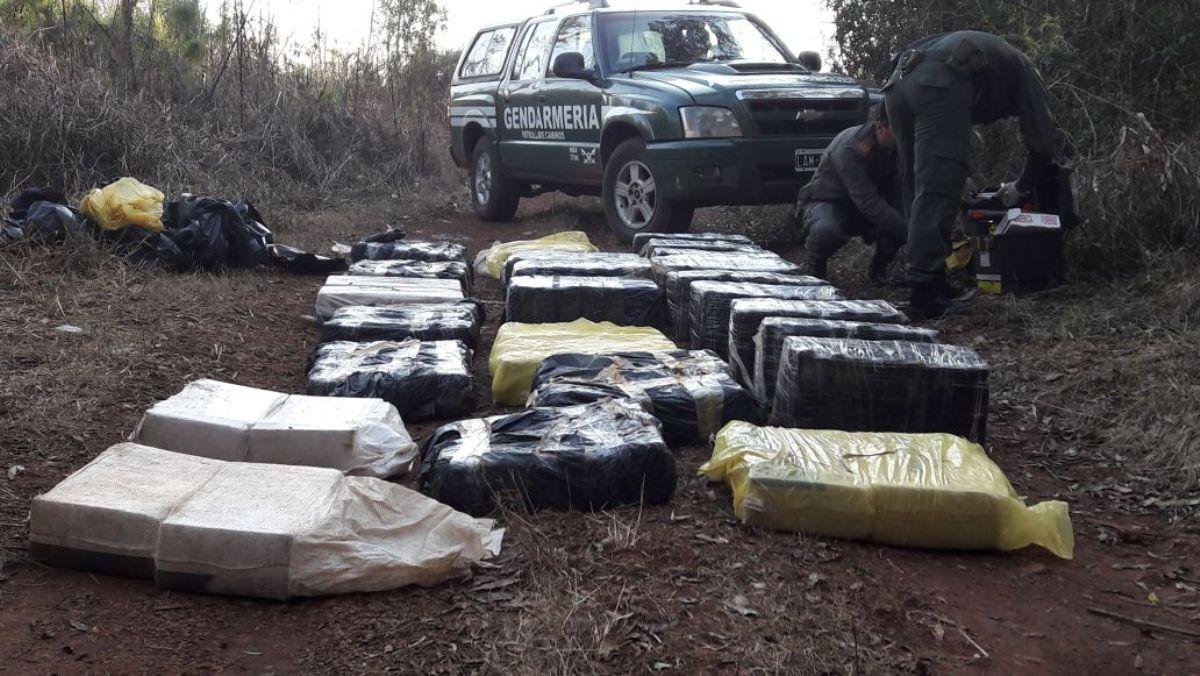Narco abandonó a los tiros casi 700 kilos de marihuana en un malezal de Campo Grande
