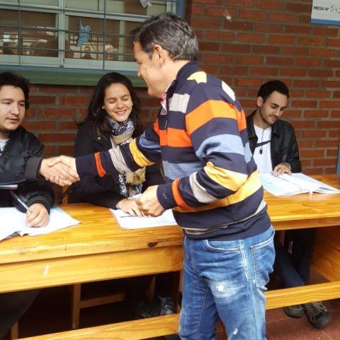 Rovira votó en la escuela 528 de Posadas e instó a los jóvenes a votar