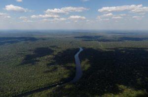 Brasil permitirá la explotación minera en el Amazonas y crece una polémica internacional