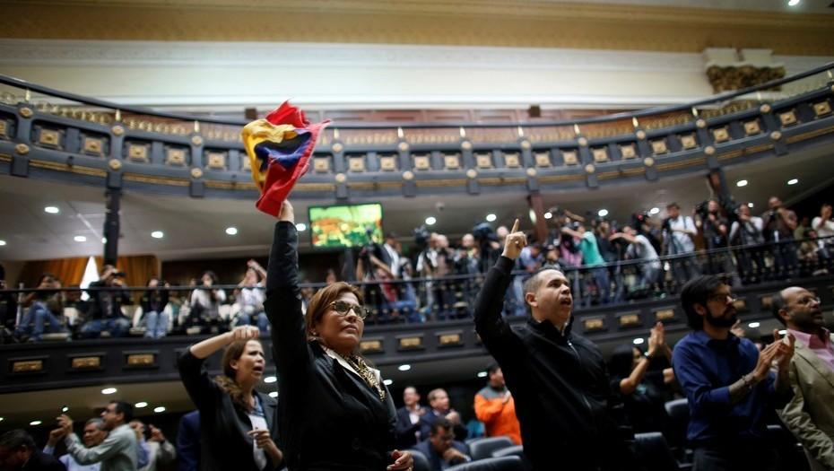 Venezuela: La confirmación de un fraude electoral desató un «terremoto»